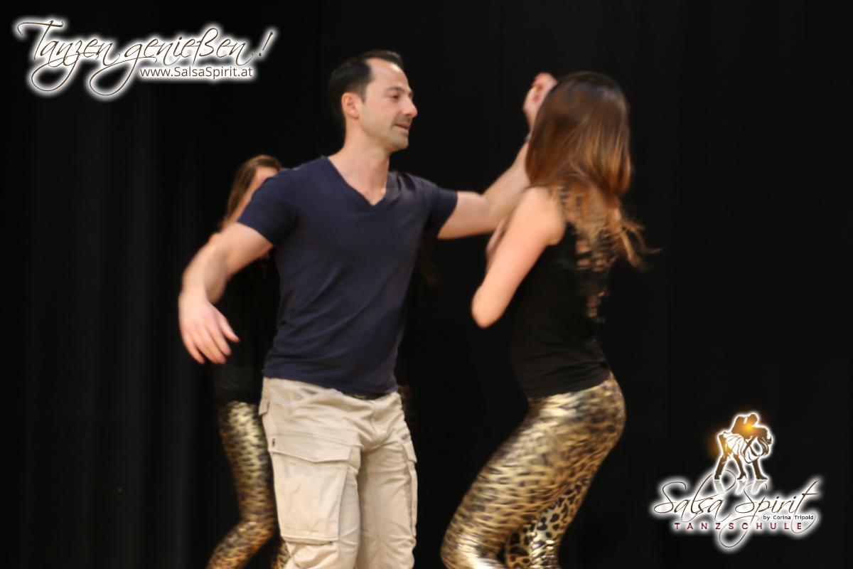 Tanzschule-Salsa-Spirit-Auftritt-Show-2018-Messe-0001