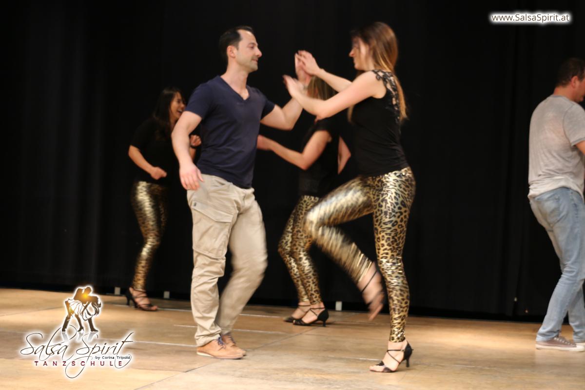Tanzschule-Salsa-Spirit-Auftritt-Show-2018-Messe-0002
