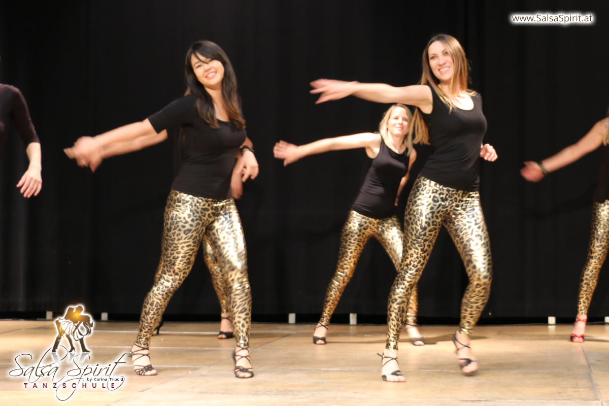 Tanzschule-Salsa-Spirit-Auftritt-Show-2018-Messe-0013