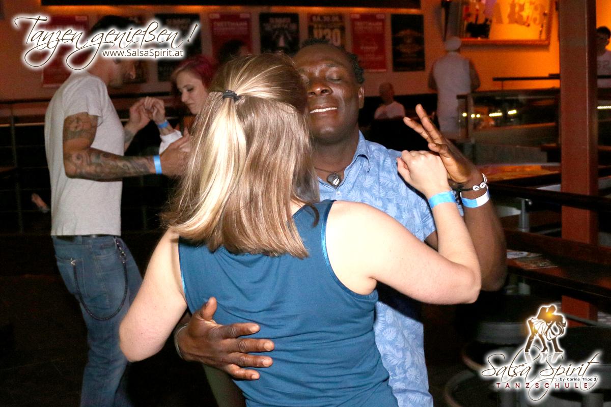 1-Tanz-Party-Salsa-Kizomba-Bachata-Fete-Blanche-10