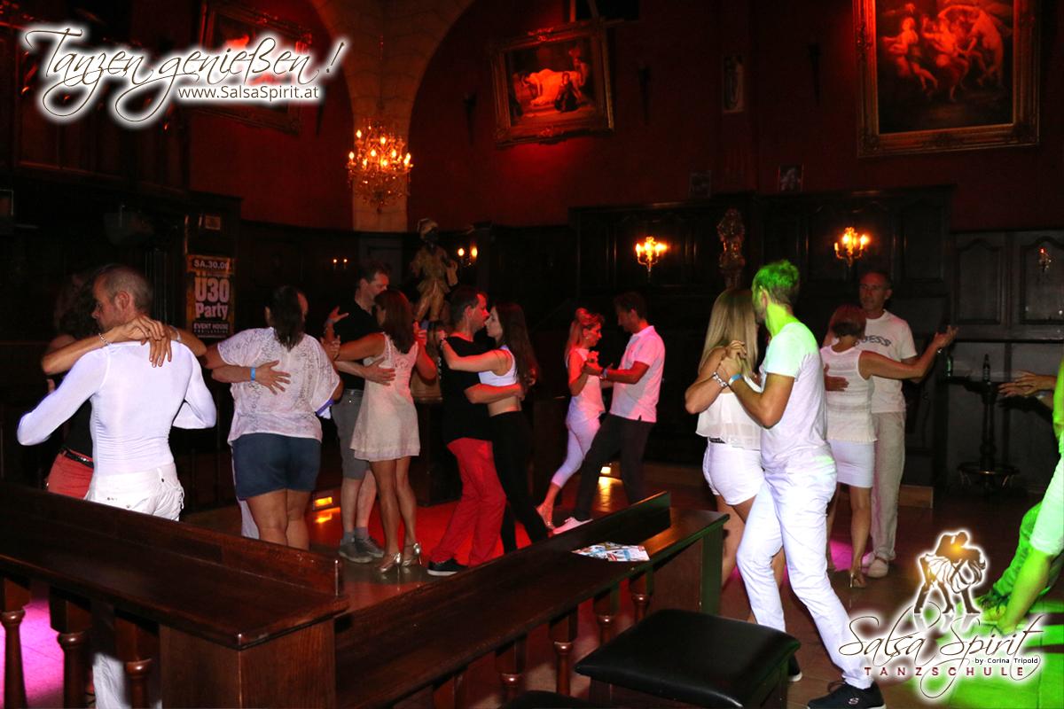 1-Tanz-Party-Salsa-Kizomba-Bachata-Fete-Blanche-21