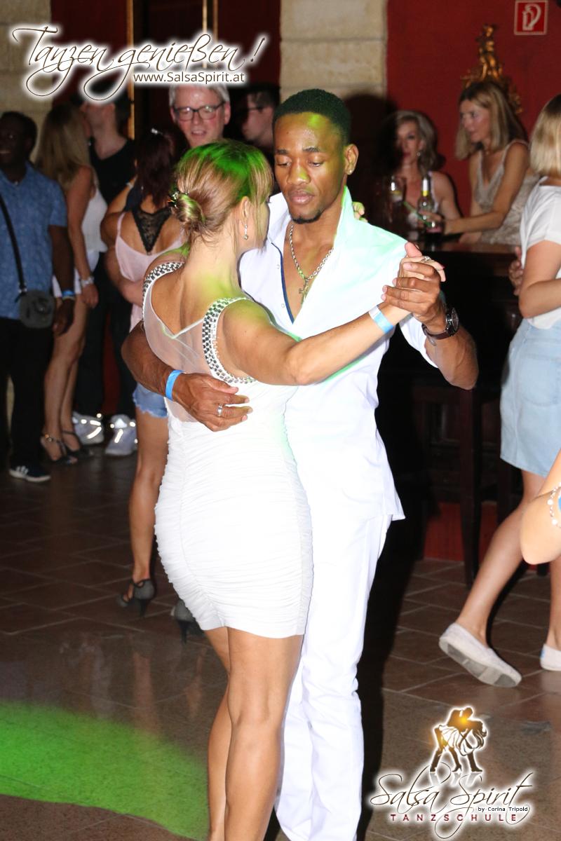 1-Tanz-Party-Salsa-Kizomba-Bachata-Fete-Blanche-38